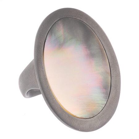 Серебряное кольцо с перламутром в чернёном золоте